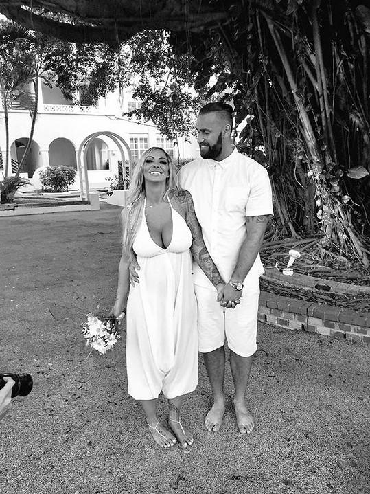 Nečekanou svatbu v Karibiku dokázali před veřejností utajit.
