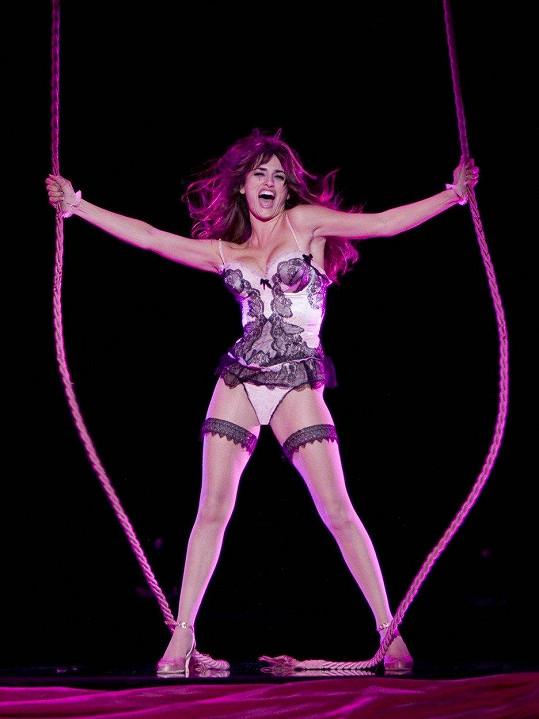 V muzikálu Nine (2009) měla sexy taneční číslo.