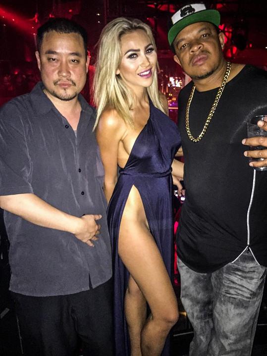 Modelka si na párty nevzala kalhotky.