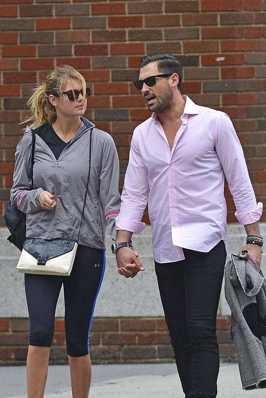 Topmodelka a tanečník spolu údajně randí už od června.