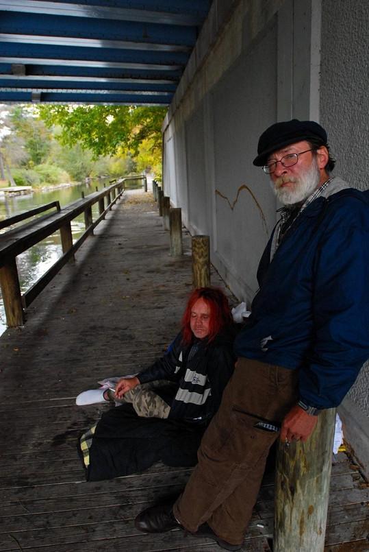 Takto Anthony vypadal před dvěma lety, kdy žil pod jedním z mostů v Michiganu.