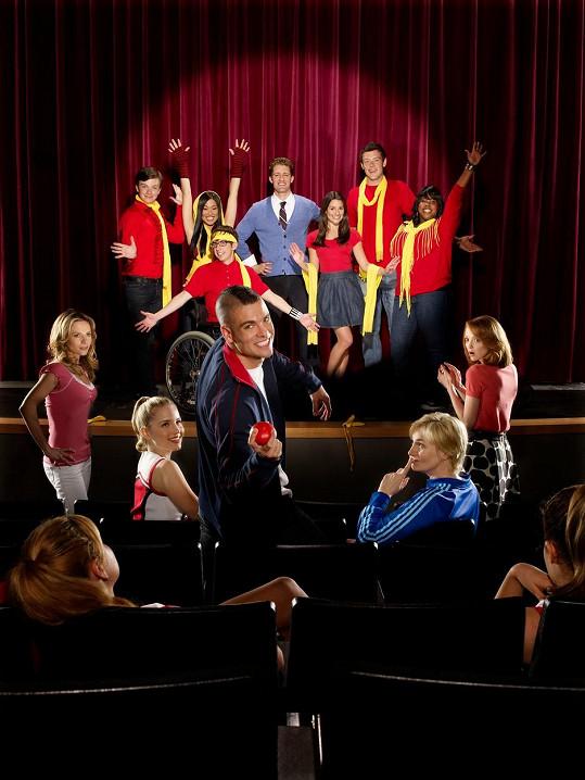 Mark Salling (uprostřed) v seriálu Glee