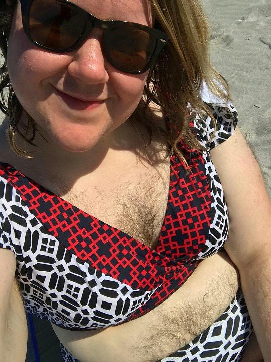 Leah Jorgensen má chlupaté i poprsí.