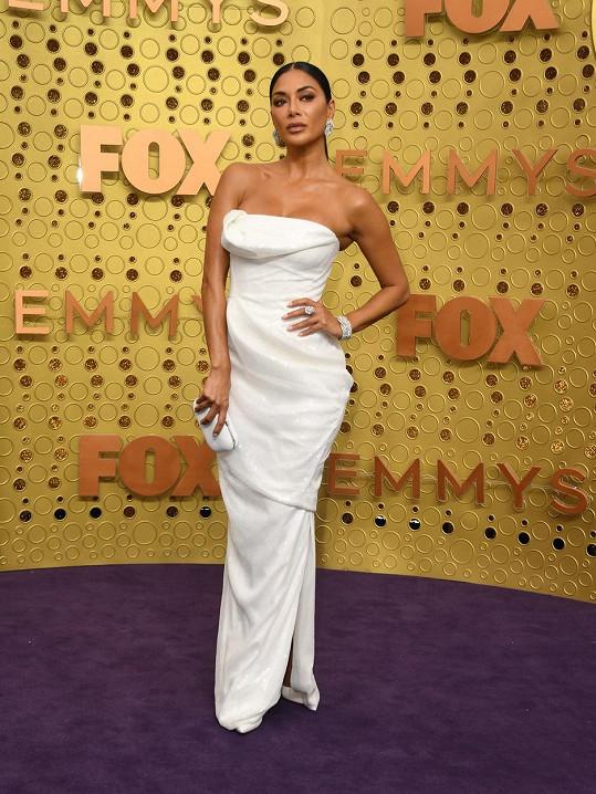 Nicole Scherzinger bodovala v bílé róbě.