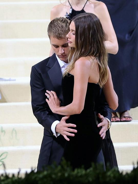 Justinovo zdánlivě nevinné gesto nenechalo fanoušky v klidu.