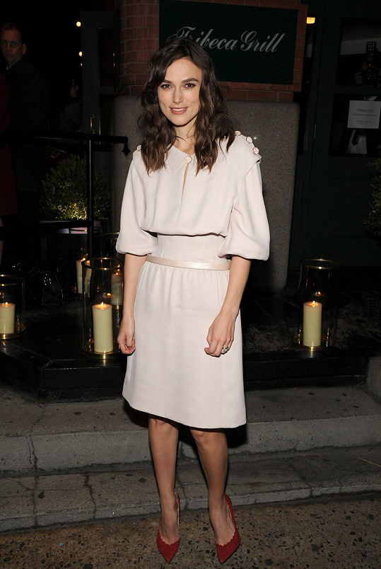 Tyto šaty zvolila na premiéru svého nového filmu.