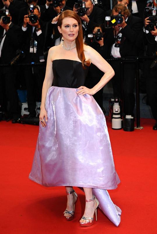 Herečka v Cannes nevychytala střevíčky.
