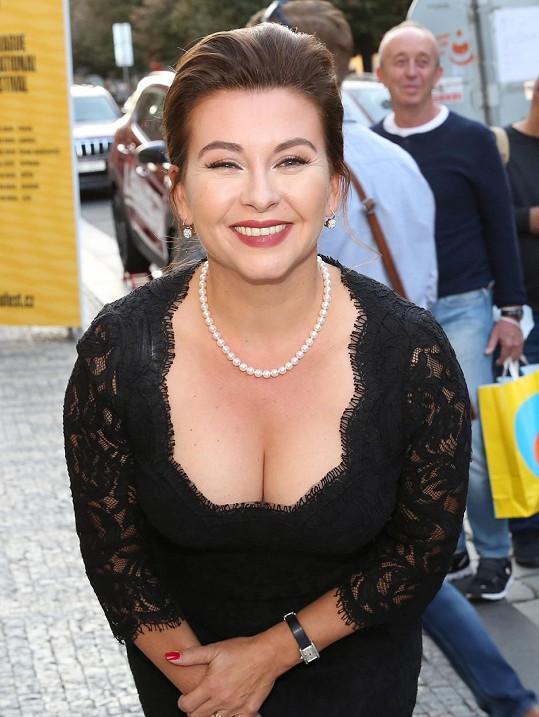 Dana Morávková oslnila také hlubokým výstřihem.