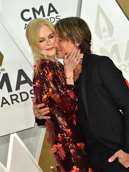 S manželem Keithem Urbanem tvoří harmonický pár.