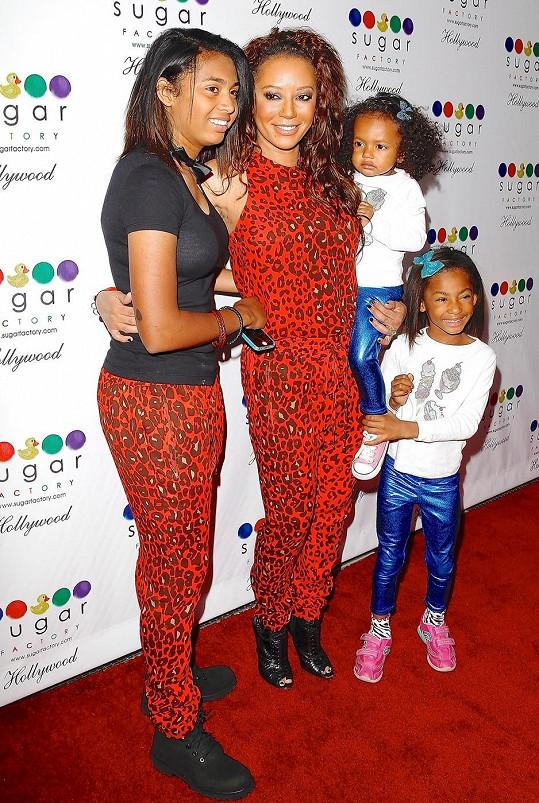 Mel B se všemi svými dcerami