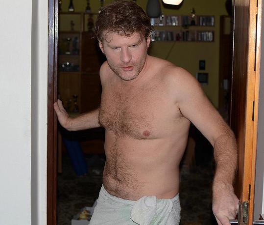 Petr je starší bratr úspěšného seriálového herce a člena Národního divadla Pavla Baťka.