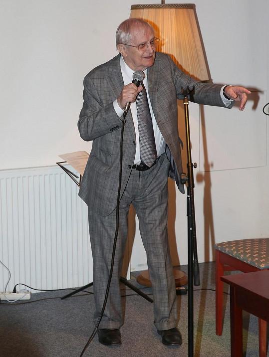 Jiří Suchý zazpíval.
