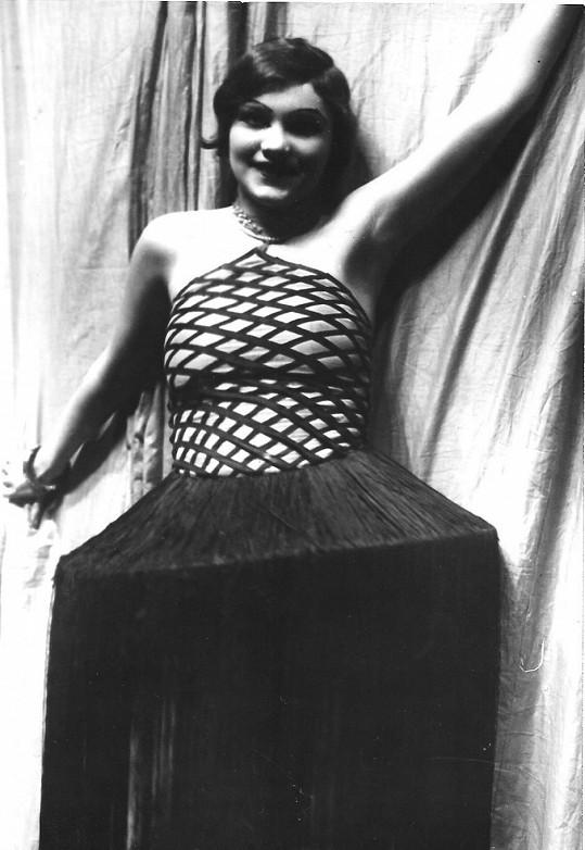 Jako Dona Kichotka ve slavném představení v Divadle Na slupi v roce 1927