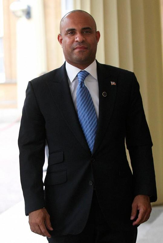 Laurent Salvador Lamothe zastává na Haiti funkce premiéra a ministra plánování a zahraniční spolupráce.