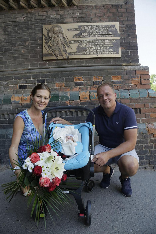 Novopečená maminka Jana Doleželová s partnerem Davidem Trundou a dcerou Veronikou