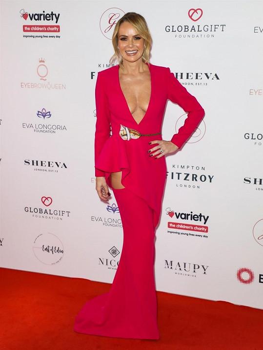 Amanda Holden miluje odvážné outfity.