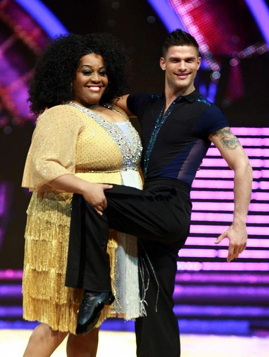 Alison se svým tanečníkem ze soutěže Strictly Come Dancing