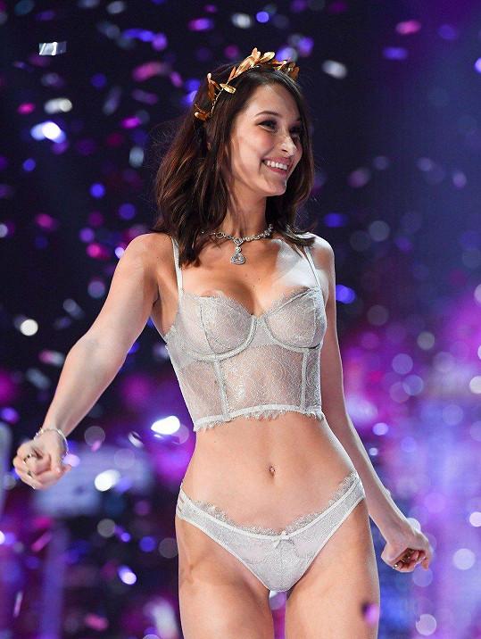 Kuriózní záležitost: Na show spodního prádla nesedla modelce podprsenka?