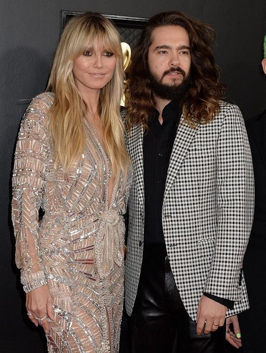 Za foťákem většinou stojí její manžel Tom Kaulitz (31).