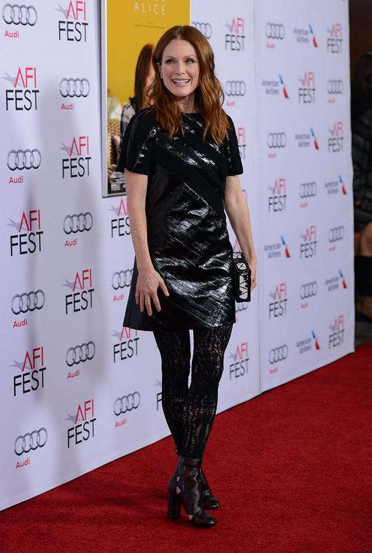 Julianne Moore má po padesátce postavu jako modelka.