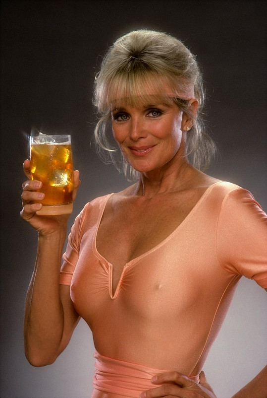 Linda Evans se nebála ukázat skvělou figuru.