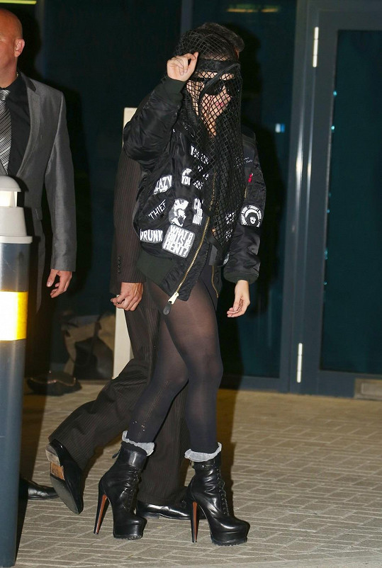 Stará dobrá ulítlá Gaga je zpět.