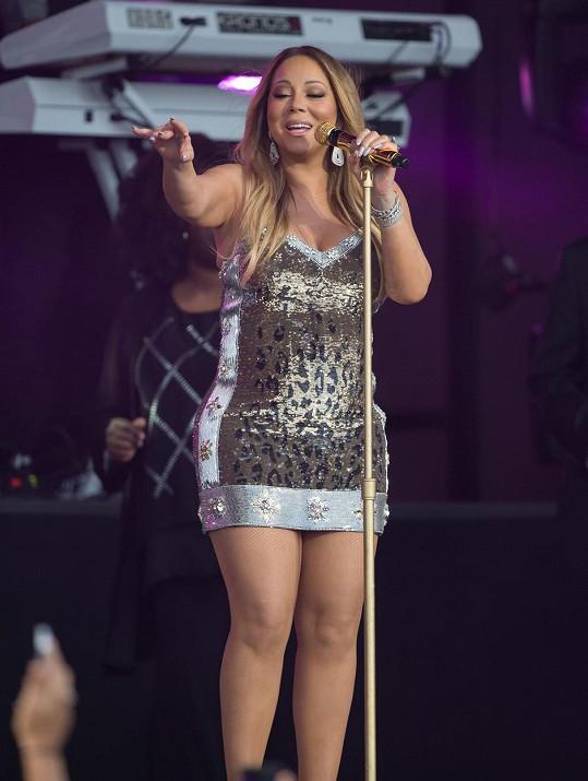 Mariah Carey na pódiu před rokem...