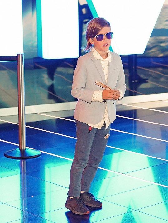 Na to, že mu je teprve deset, překvapuje vyhraněným stylem oblékání.