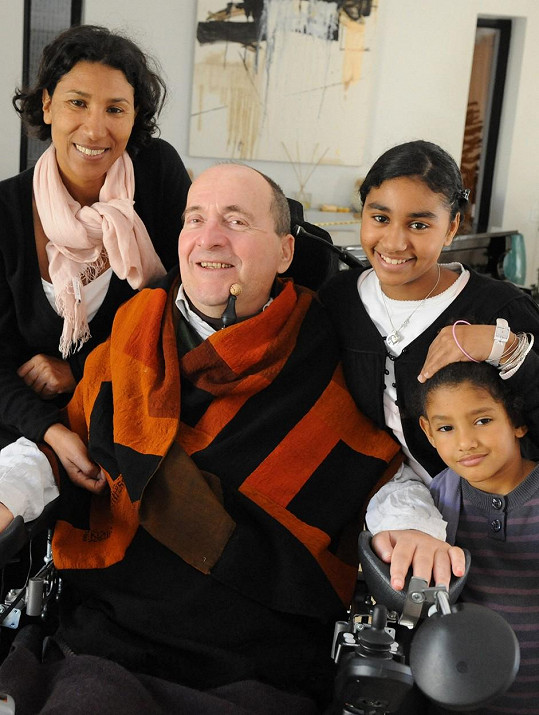 Philippe se svou druhou manželkou, kterou potkal v Maroku, a dětmi.