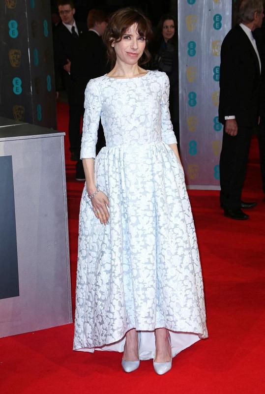 Parťačka Cate Blanchett z filmu Jasmíniny slzy Sally Hawkins byla originální v šatech Mulberry s rukávkem a nabíranou sukní, které doplnila koženými lodičkami stejné značky.