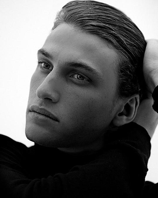 Syn Terezy Maxové Tobias je pěkný fešák.