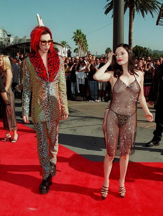 Na cenách MTV v roce 1998 s tehdejším partnerem Marilynem Mansonem.
