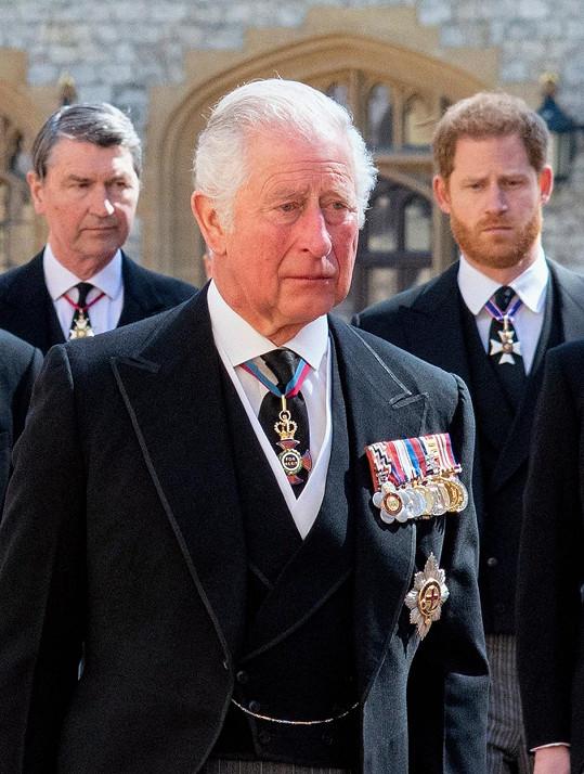 Zadobře s Harrym prý není ani otec Charles.