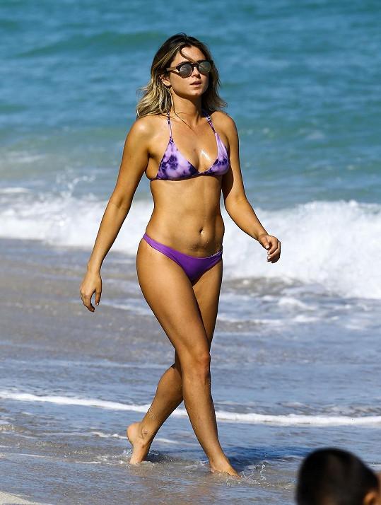 Anastasia Ashley patří k nejkrásnějším světovým surfařkám.