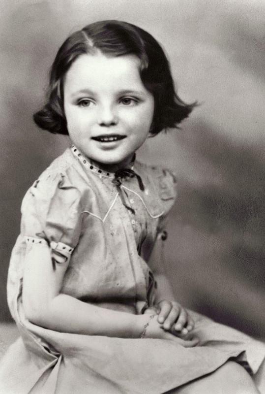 Na této fotce jsou Joan Collins čtyři roky.