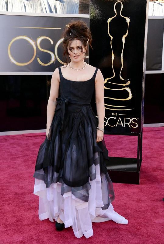 Helena Bonham Carter oblékla černobílý model od své oblíbené návrhářky Vivienne Westwood.