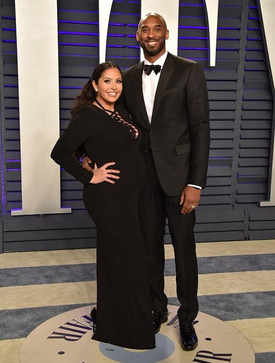 Kobe Bryant s manželkou Vanessou. Nejmladší dcera Capri se jim narodila teprve loni.