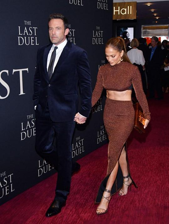 Jennifer Lopez a Ben Affleck dorazili ruku v ruce na premiéru v New Yorku.