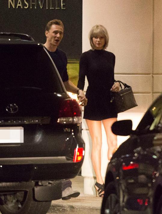 Taylor už má za Calvina náhradu - herce Toma Hiddletona.
