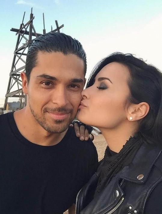 Demi Lovato by s vdavkami neměla problém...