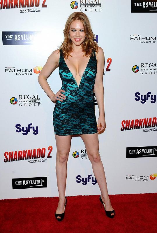 Tato herečka zná dobře své přednosti.
