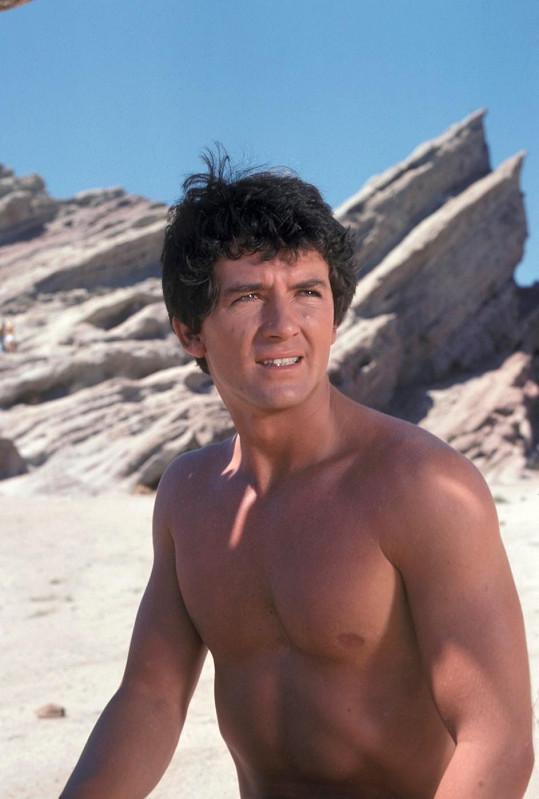 V seriálu Man from Atlantis ukázal své mužné tělo (1977).