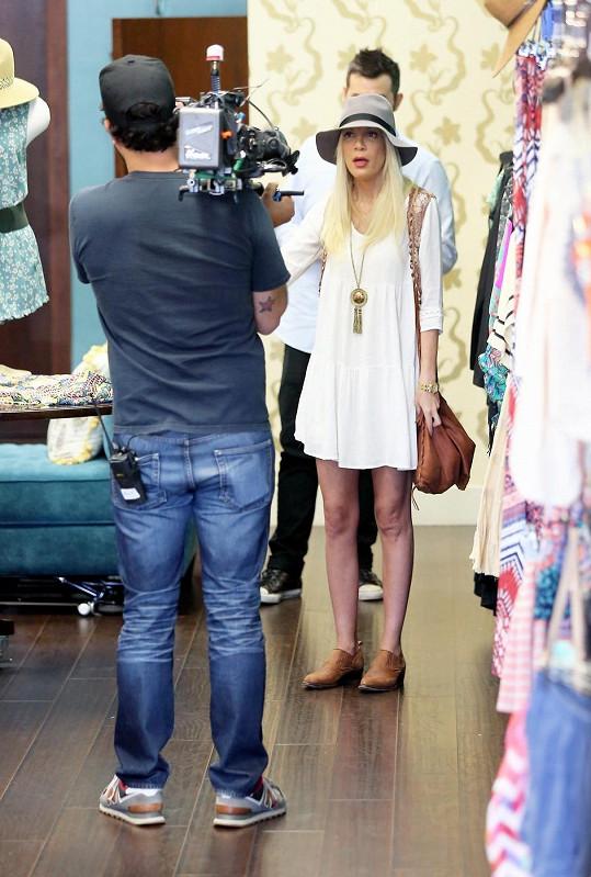Herečku natáčeli i u nákupů, kde se snažila přijít na jiné myšlenky.