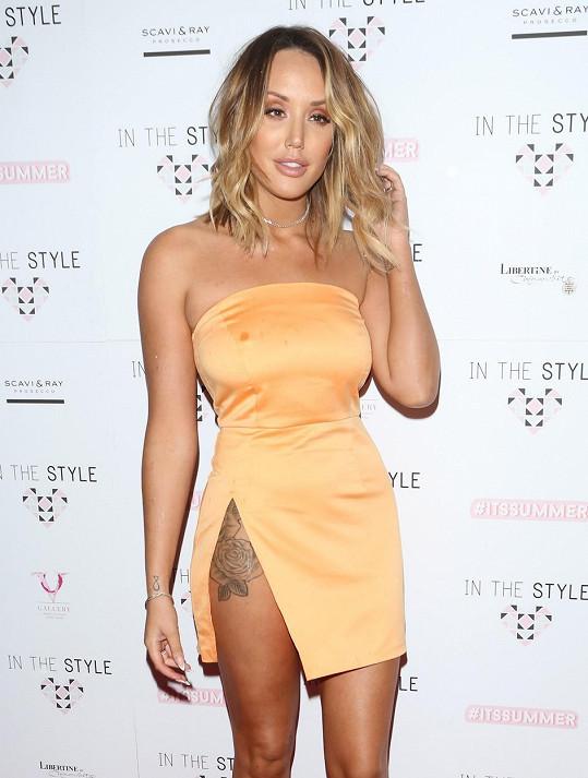 Vítězka 12. řady britské reality show Big Brother Charlotte Crosby vyrazila na londýnskou The Style Summer Party.