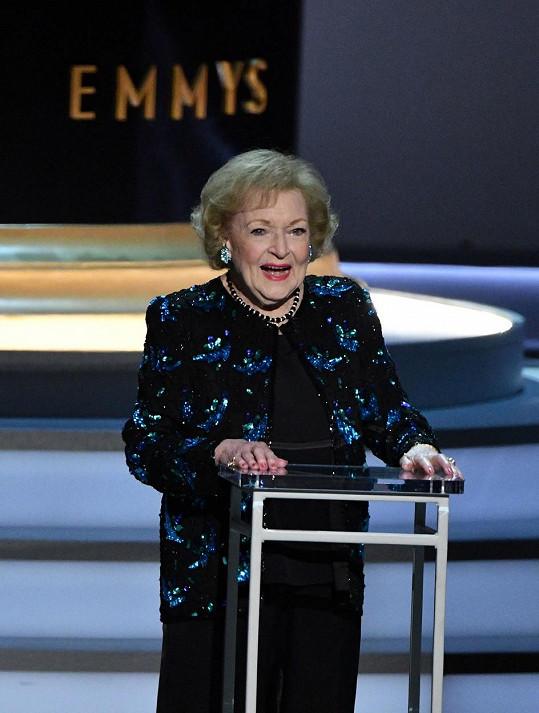 Báječná Betty White slaví 99. narozeniny.