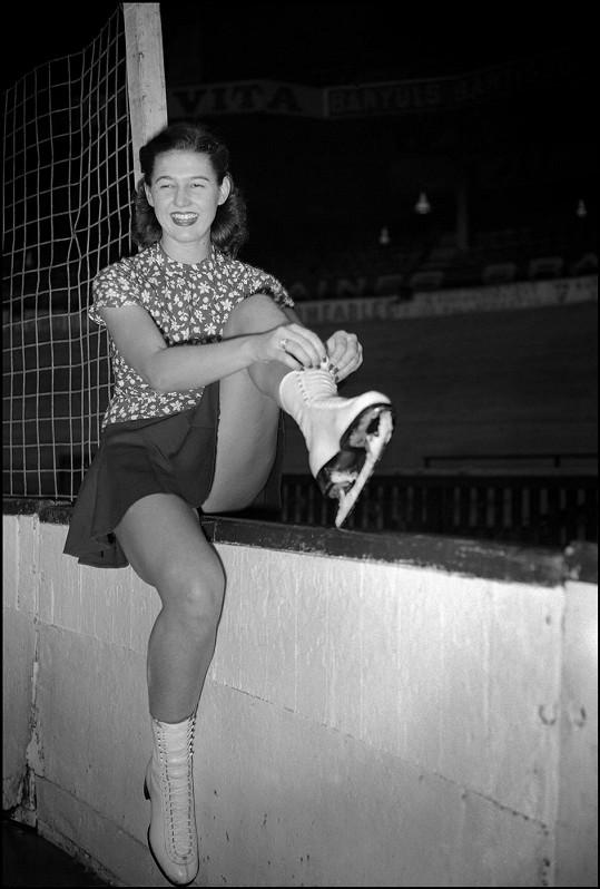 První zlatou medaili z mistrovství světa získala v roce 1949.