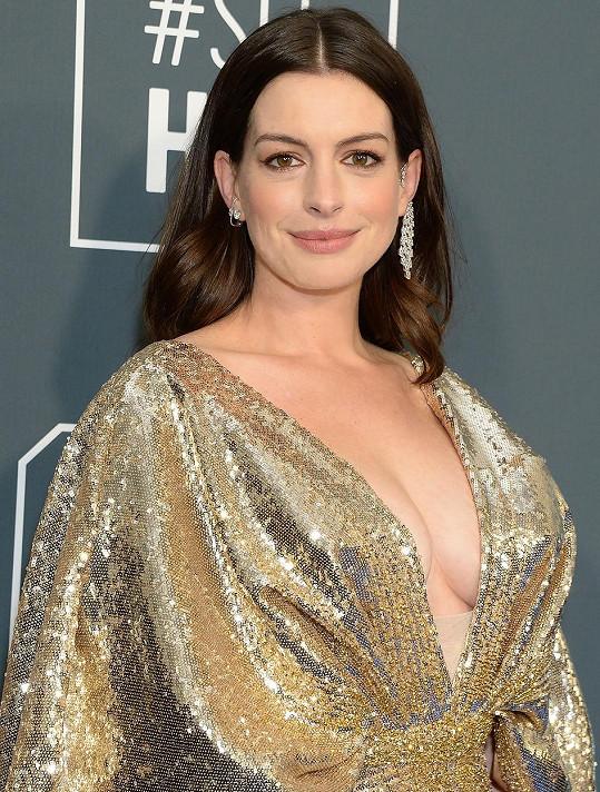 Bridgerův příběh sdílela i Anne Hathaway.