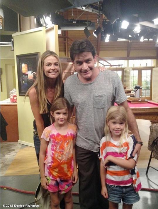 S bývalou manželkou Denise Richards a dcerami Sam a Lolou