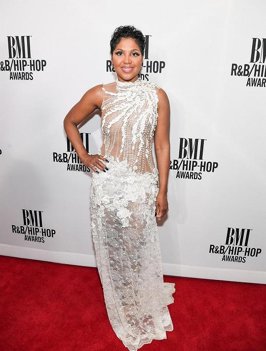 Toni Braxton si pro President Awards přišla v těchto odvážných šatech.