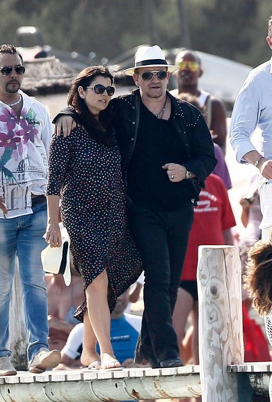 Bono Vox s manželkou Alison v Saint-Tropez